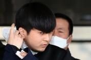 """'세 모녀 살해' 김태현, 무릎 꿇고 """"죄송하다""""....마스크 벗고 얼굴 공개"""
